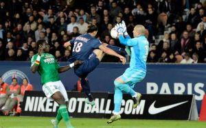 Choc Zlatan Ibrahimovic / Stephane RUFFIER